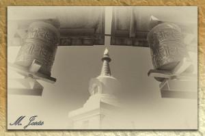 17 Monasterio budista rollos oración y pagoda